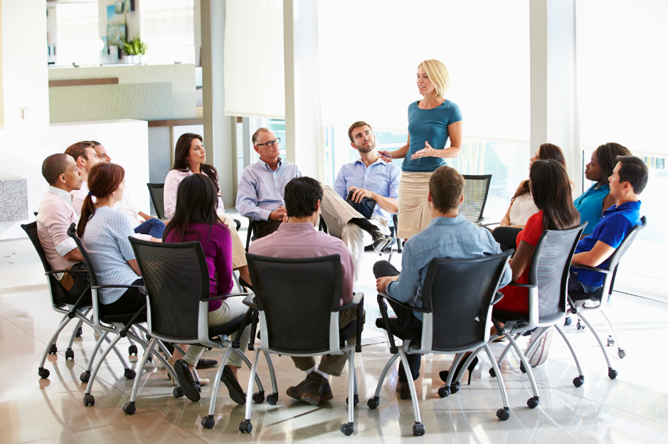 A supervisor holding an hr consultant staff meeting.